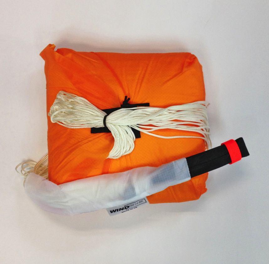 Contenedor interior paracaídas emergencia